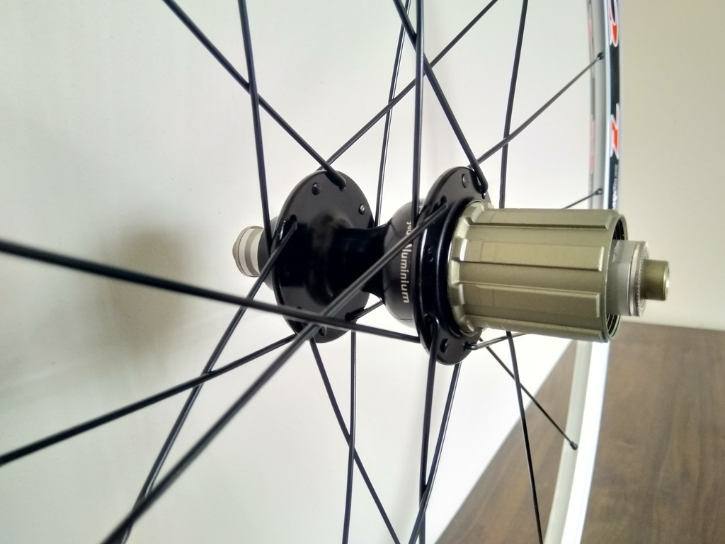 Алуминиеви главини за МТВ на машинни лагери с 24 или 36 отв / hubs for MTB with 36 or 24 tear drop holes and 2 SB